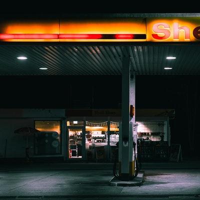 Benzinkút világítás