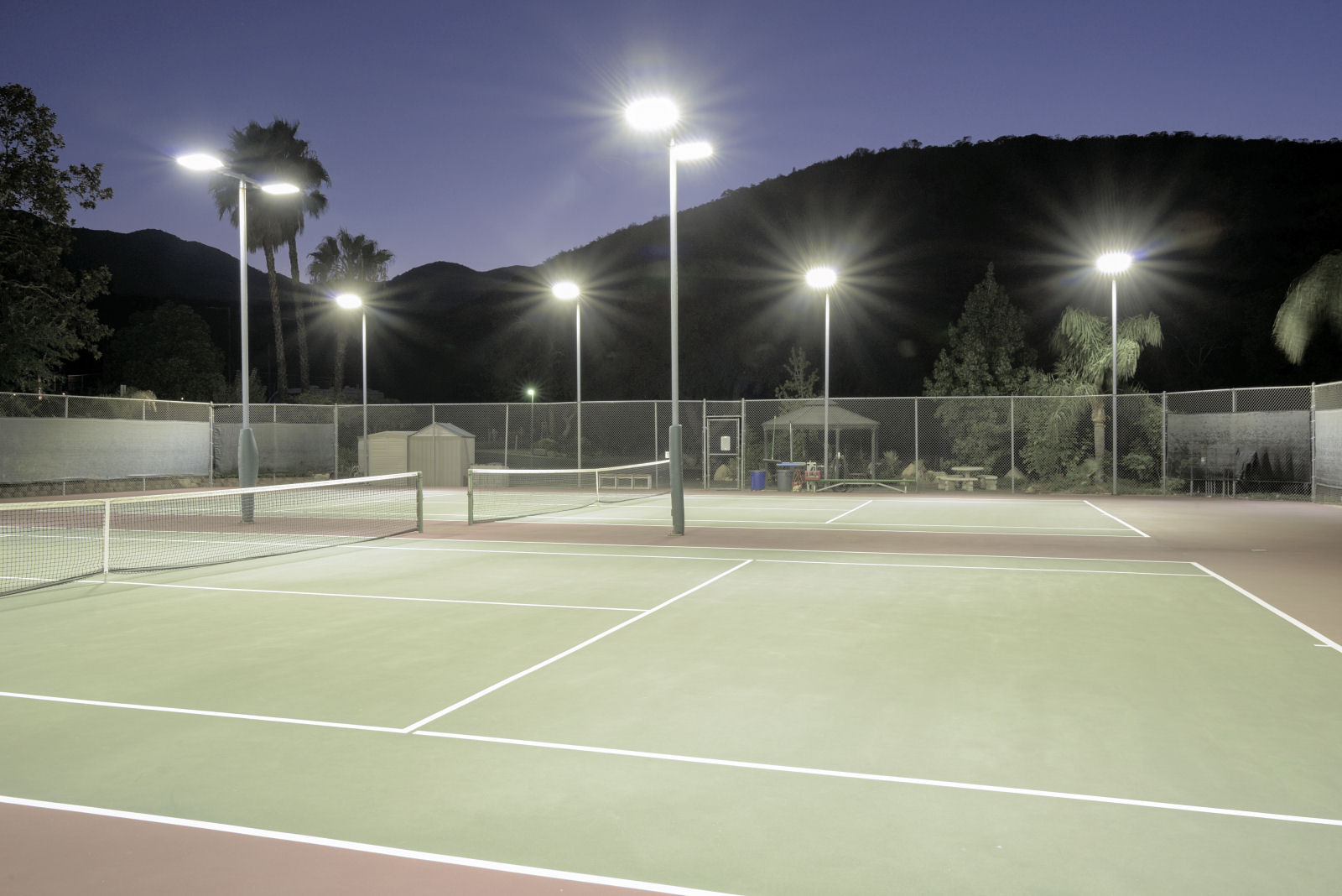 Kültéri teniszpálya világítás